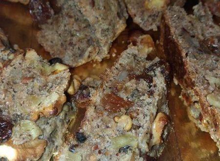 Panini con uvetta e noci con farina con semi di lino e girasole