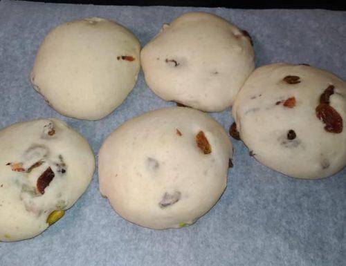 Panini dolci – salati con uva passa e pistacchi